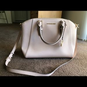 Micheal Kors bag. Used only a couple of times.